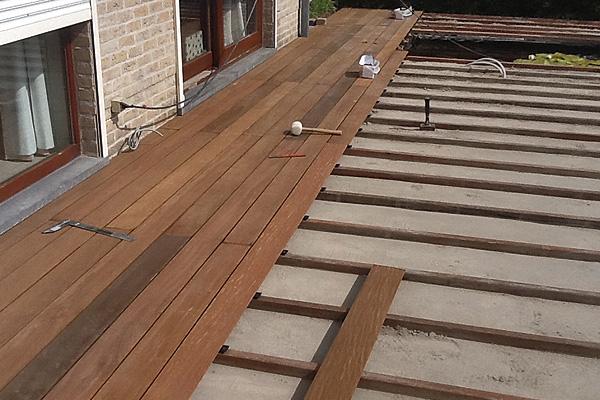 aanleg-van-een-houten-terras